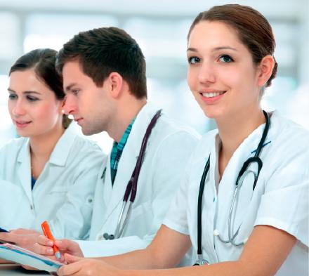 Laura es estudiante de Medicina y tiene el Seguro Universia